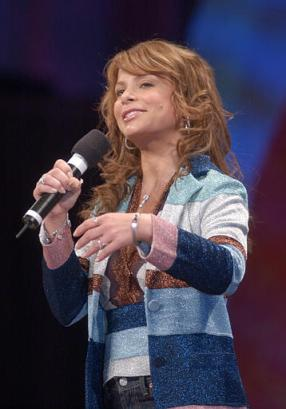 June 4th - Paula Abdul speaks E 101 Most Starlicious Makeovers